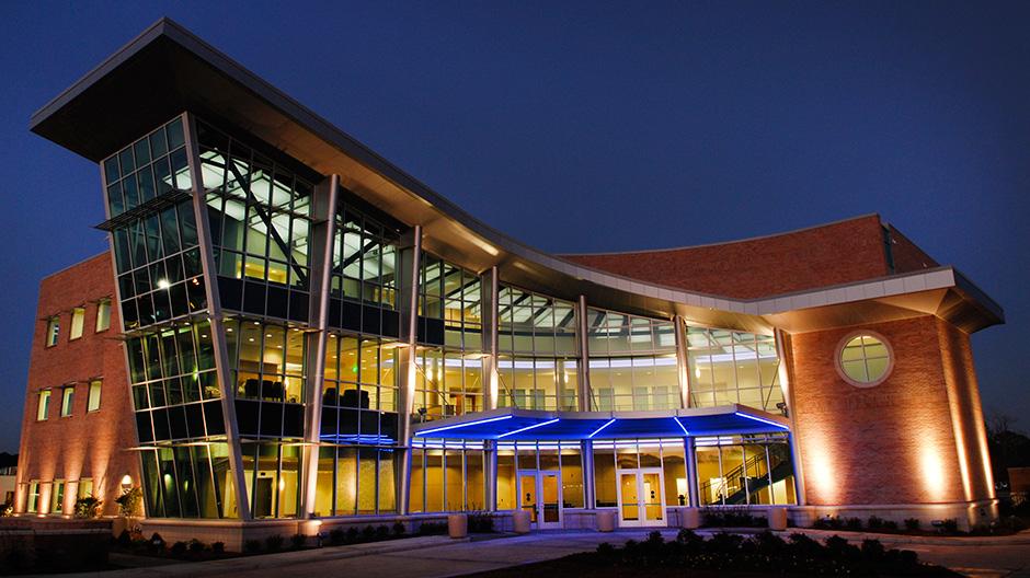 Slidell Cancer Centers Glass Atrium Clad in ALPOLIC Panels