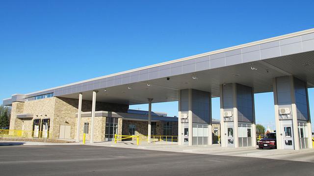 ALPOLIC ACM Panels Modernize Canadian Border Crossing